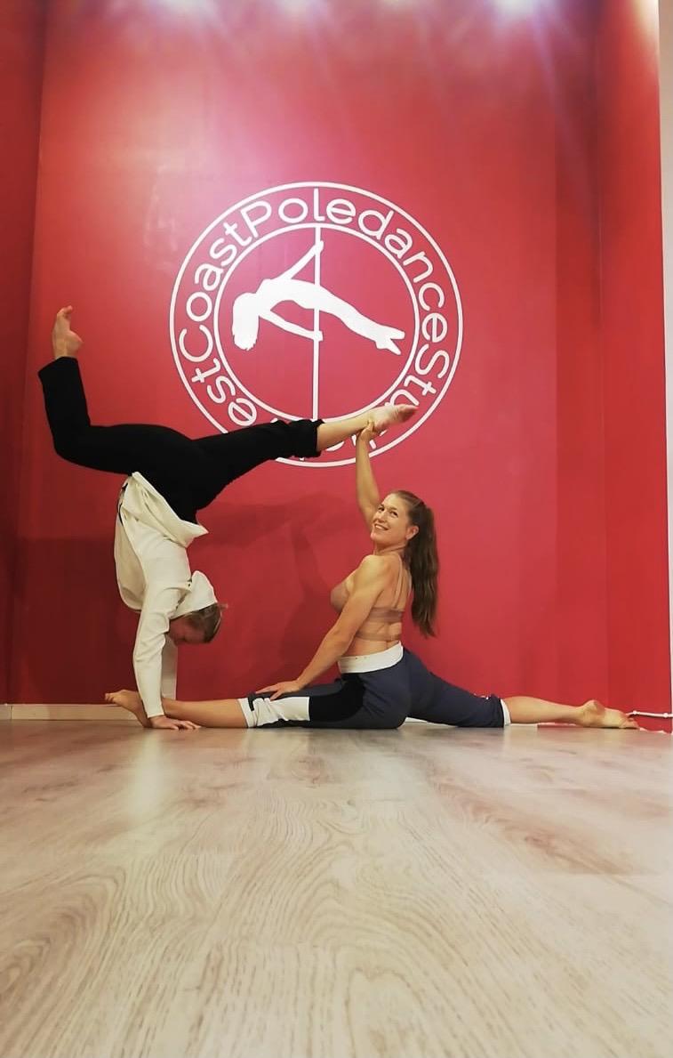 Stretch Splits Backbends Contirtion WCPS West Cast Poledance Studio westcoastpole Poledance Pole Dance Göteborg Styrka Yoga