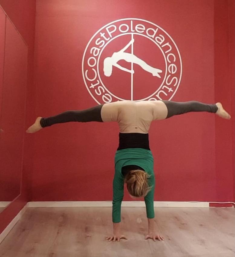 Stretch Splits Backbends Contirtion WCPS West Cast Poledance Studio westcoastpole Poledance Pole Dance Göteborg Yoga Strength Styrka